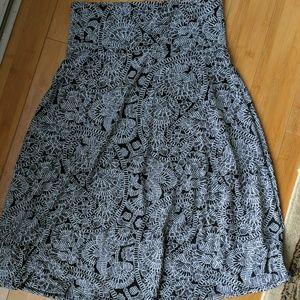 Medium LuLaRoe black and white Azure skirt